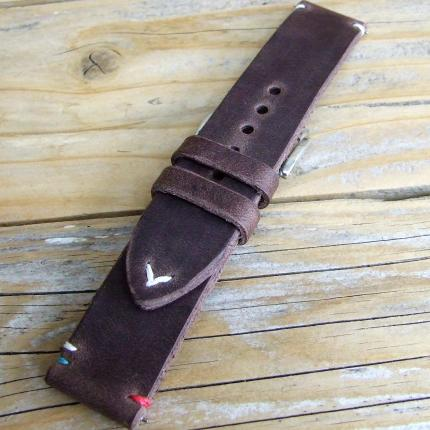 Bracelet montre en cuir véritable, couleur Taupe 6 points cheval blancs avec V en pointe - 100 % made in France - 100 % artisana